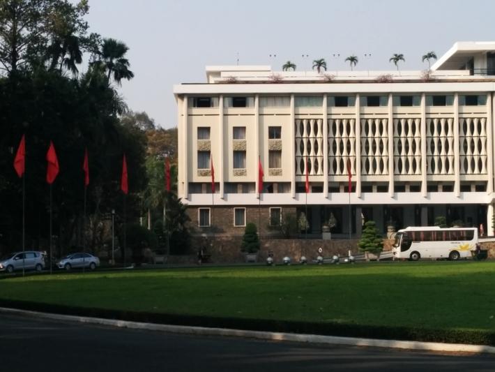 統一会堂前の広場
