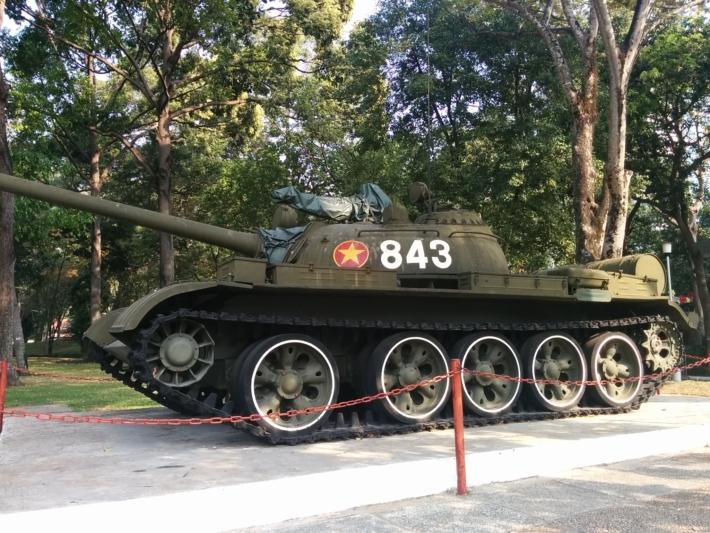 統一会堂・旧ソ連製・北ベトナム軍の843号戦車