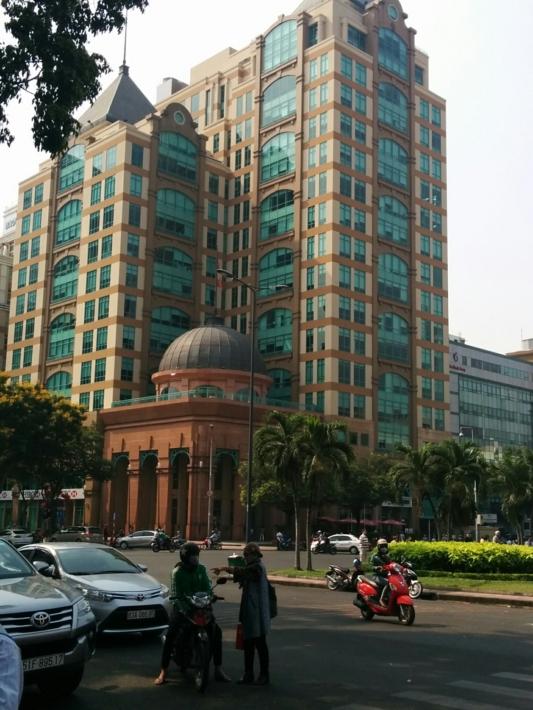 サイゴン中央郵便局・周辺ビル