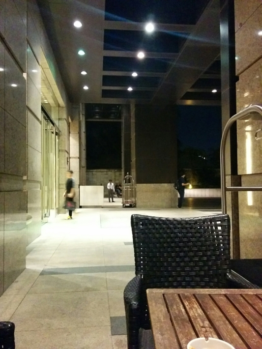 ホテルの喫煙スペース