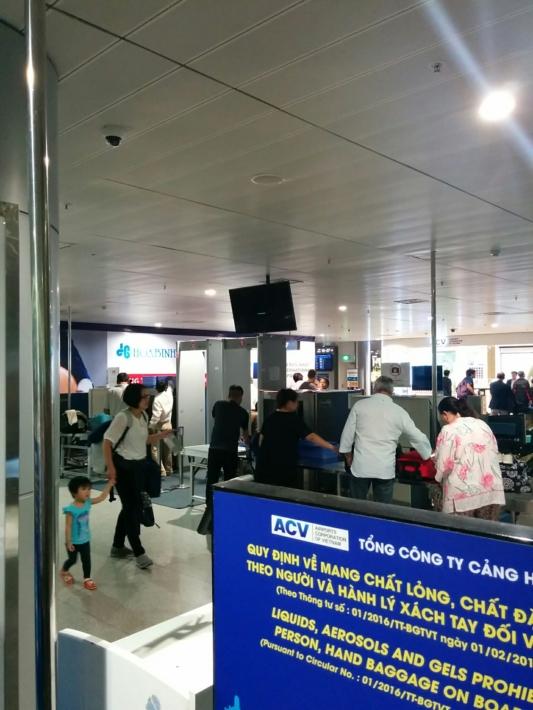 タンソンニャット国際空港・出国手続き