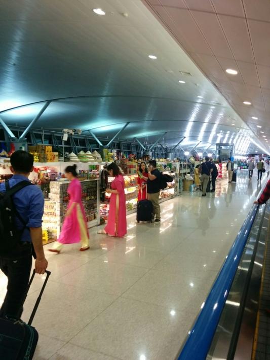 タンソンニャット国際空港・免税店