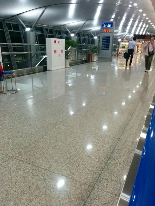タンソンニャット国際空港・空港通路