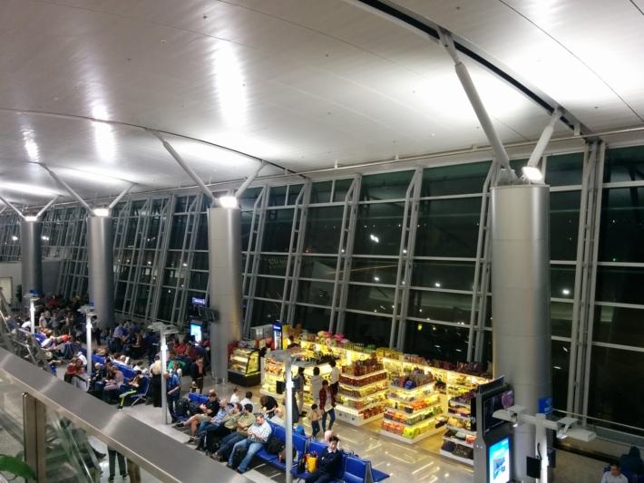 タンソンニャット国際空港・搭乗ロビー