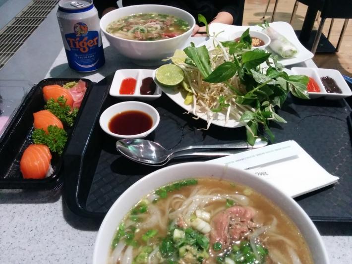 タンソンニャット国際空港・食事